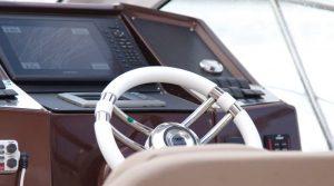Tecnologia em navegação em alto mar F400 Fibrafort